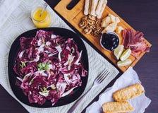 苦苣生茯沙拉用被设置的开胃菜 免版税库存图片