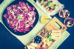 苦苣生茯沙拉用被设置的开胃菜 库存照片