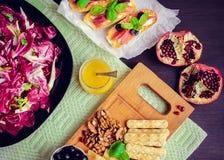 苦苣生茯沙拉用被设置的开胃菜 图库摄影