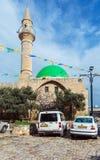 英亩,以色列- 2013年2月18日:在AlJazza附近的汽车停车处 库存照片