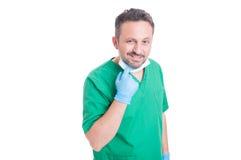 英俊外科医生摆在 库存图片