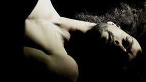英俊的专业舞蹈家训练 影视素材