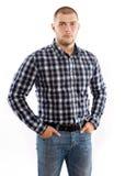 英俊的人佩带的方格的衬衣 免版税库存照片