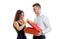 英俊的人做礼物女孩 免版税图库摄影