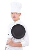 年轻英俊的人厨师画象制服的有聚四氟乙烯fryin的 免版税库存图片
