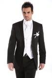 英俊的人无尾礼服年轻人 免版税库存图片