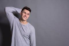 年轻英俊的人演播室画象,男孩样式 免版税图库摄影