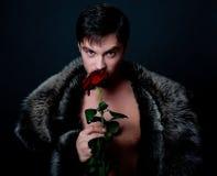 英俊的人玫瑰年轻人 免版税图库摄影