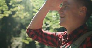 英俊的人画象在绿色自然的 库存照片