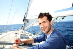 英俊的人航行 免版税库存图片