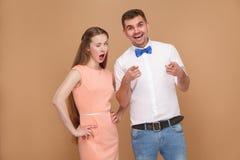 英俊的年轻人和美丽的妇女画象桃红色礼服的 库存照片