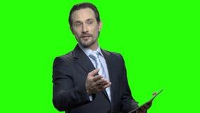 英俊的成熟的商业报告人一会儿研讨会 影视素材