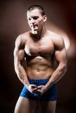 英俊的新肌肉人 免版税库存图片