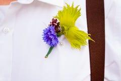英俊的新郎在婚礼之日 库存图片