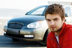 英俊的汽车他的人年轻人 库存照片