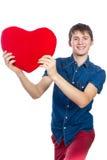 英俊的浅黑肤色的男人供以人员拿着红色心脏,隔绝在白色背景 图库摄影