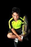 英俊的男孩画象用网球设备 免版税库存照片