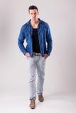 英俊的男性模型-秋天冬天汇集 免版税库存照片