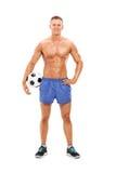 英俊的男性足球运动员 免版税库存图片