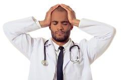 英俊的美国黑人的医生 免版税库存图片