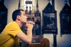 英俊的年轻人在教会里 免版税库存照片
