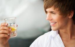 英俊的年轻人 免版税图库摄影