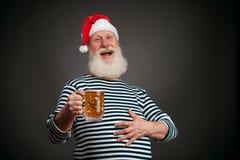 英俊的水手 海员 啤酒克劳斯・圣诞老人 免版税库存照片