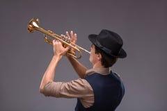英俊的年轻爵士乐人 免版税库存照片