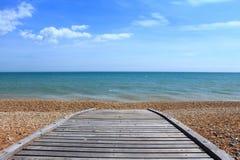 英吉利海峡海滩木板走道 免版税库存图片