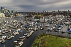 英吉利湾小游艇船坞看法  免版税库存图片
