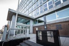 英国上流、一个等值对英国使馆在渥太华,标志的外交关系在加拿大之间&英国的入口 库存图片