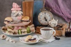 英国五O `时钟茶 免版税库存图片