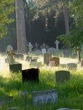 英国公墓的老墓碑 免版税库存照片