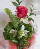 英国兰开斯特家族族徽和白百合花束  库存照片