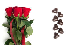 英国兰开斯特家族族徽和糖果花束在心脏的形状 库存照片