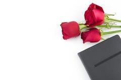英国兰开斯特家族族徽花束和黑笔记本 库存图片