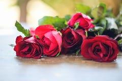英国兰开斯特家族族徽花花束/桃红色和英国兰开斯特家族族徽情人节爱 库存照片