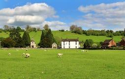 英国农村哈姆雷特在德贝郡 免版税库存图片