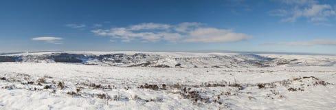 英国冬天乡下多雪的风景 免版税库存图片