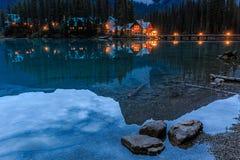 英国加拿大哥伦比亚鲜绿色湖找出国家公园yoho 库存图片