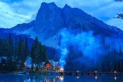 英国加拿大哥伦比亚鲜绿色湖找出国家公园yoho 免版税库存图片