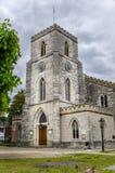 英国和多云天空的老教会 库存照片