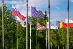 英国和欧盟的旗子 库存照片