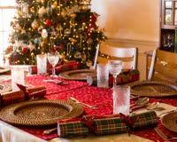 英国圣诞节桌用薄脆饼干 免版税库存图片