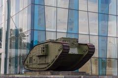 英国坦克在宪法广场的Mk v在哈尔科夫 免版税库存图片