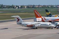 英国宇宙空间从Easyjet的BAe 146-200飞机在柏林特赫尔机场 库存图片