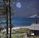 英国客舱加拿大哥伦比亚湖山 库存图片