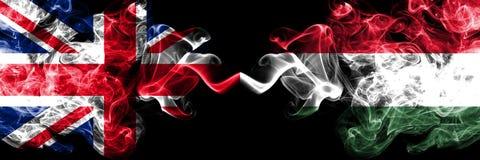 英国对匈牙利,肩并肩被安置的匈牙利发烟性神秘的旗子 英国的厚实的色的柔滑的烟旗子和 皇族释放例证