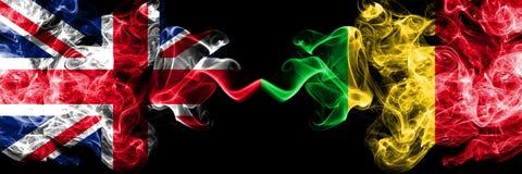 英国对肩并肩被安置的马里发烟性神秘的旗子 英国和马里的厚实的色的柔滑的烟旗子 库存例证