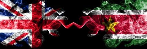 英国对苏里南,肩并肩被安置的苏里南发烟性神秘的旗子 英国的厚实的色的柔滑的烟旗子 向量例证
